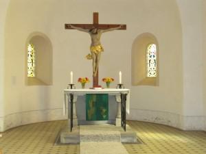 Blick in den Altarraum